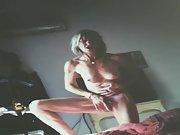 Une belle pute ce fais jouir devant ça webcam